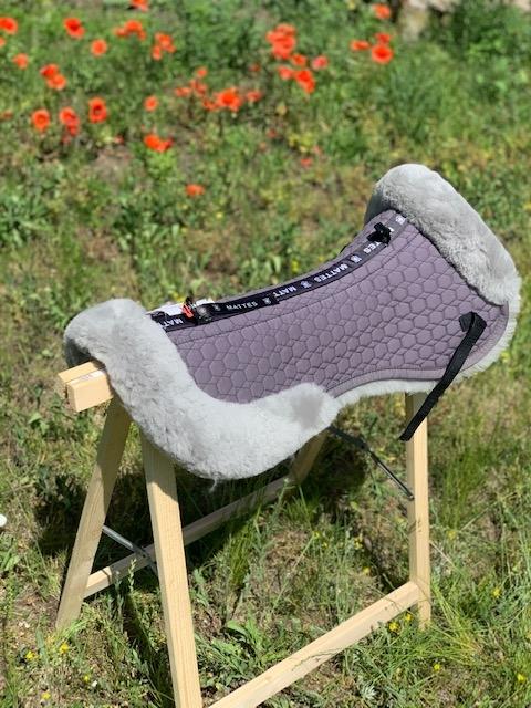 Podkładka pod siodło w całości podszyta futrem naturalnym MATTES titan Saddle Fix