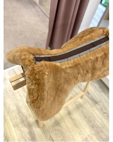 Podkładka pod siodło w całości podszyta futrem naturalnym MATTES Brown Velvet Honey